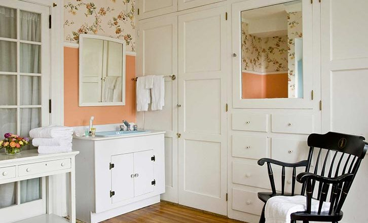 Romantic Lenox Bed and Breakfast bathroom