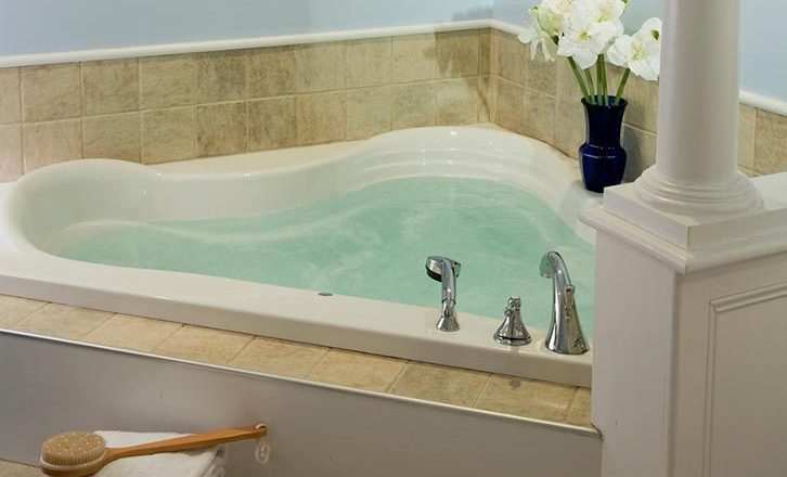 Boutique hotel in downtown Lenox with Jacuzzi