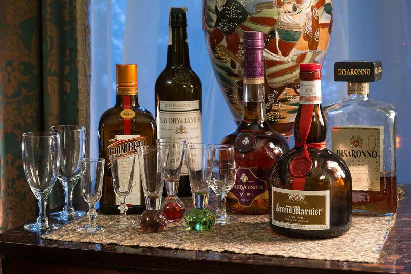 Complimentary cognac and liquer at Hampton Terrace Inn