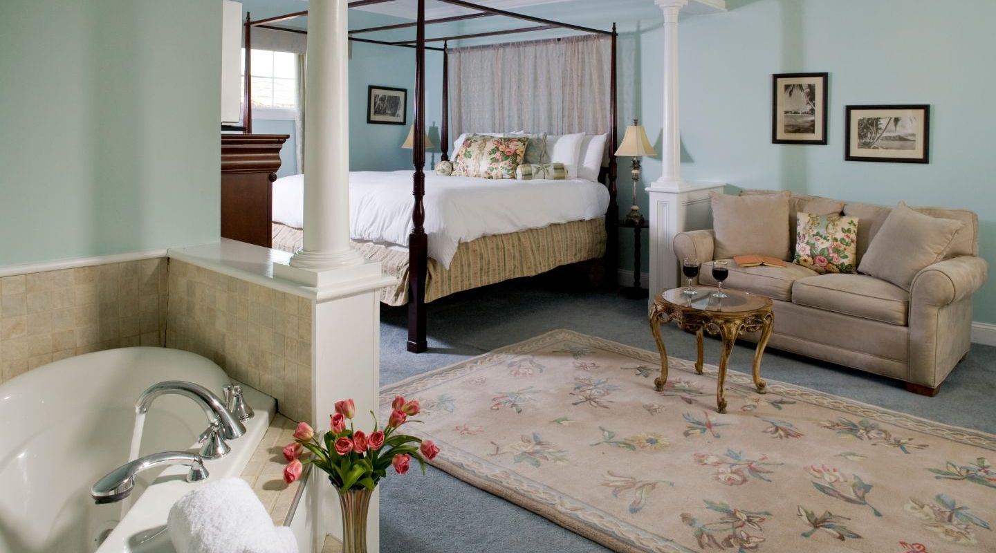 Berkshires Bed and Breakfast with romantic Jacuzzi tubs