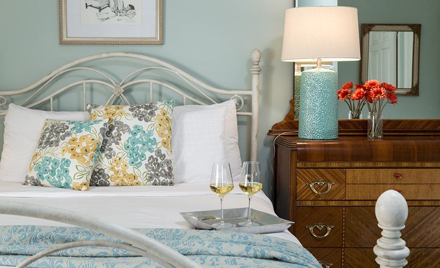 romantic guest room at Hampton Terrace Inn